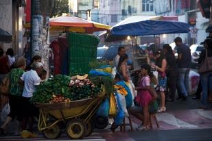Sobram cores, cheiros e sabores nas ruas de Manaus.