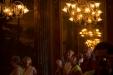 Teatro amazonas, lá do século XIX, foi construído durante o ciclo da borracha. Vários cearenses deixaram o Ceará em busca de riqueza no norte, a maioria achou o sofrimento e a saudade. O dinheiro ficou pra os coronéis da borracha e pro governo que construíram esse lindo teatro. Hoje admirado pelos gringos, descendentes daqueles que compravam o látex para irem a guerra.